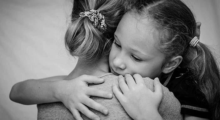 Terapia do abraço. O seu filho portou-se mal? Dê-lhe um abraço!