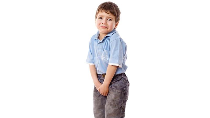 O meu filho está com dor nos testículos. O que posso fazer?