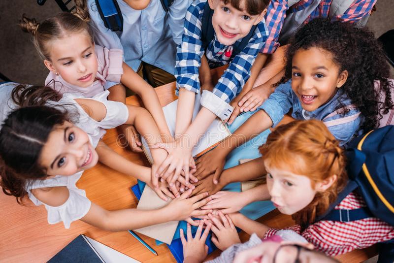 A evolução das mentalidades e a adaptação da legislação aplicável aos alunos com nee