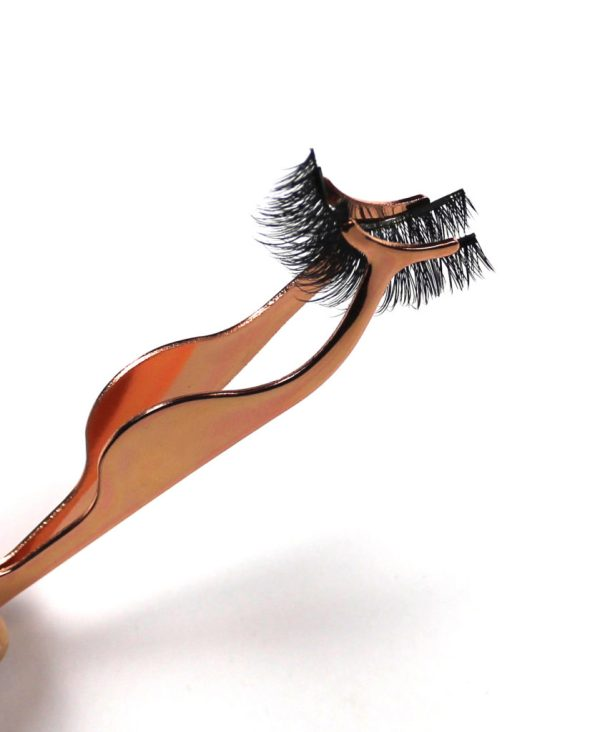 Rose gold magnetic eyelash application tool