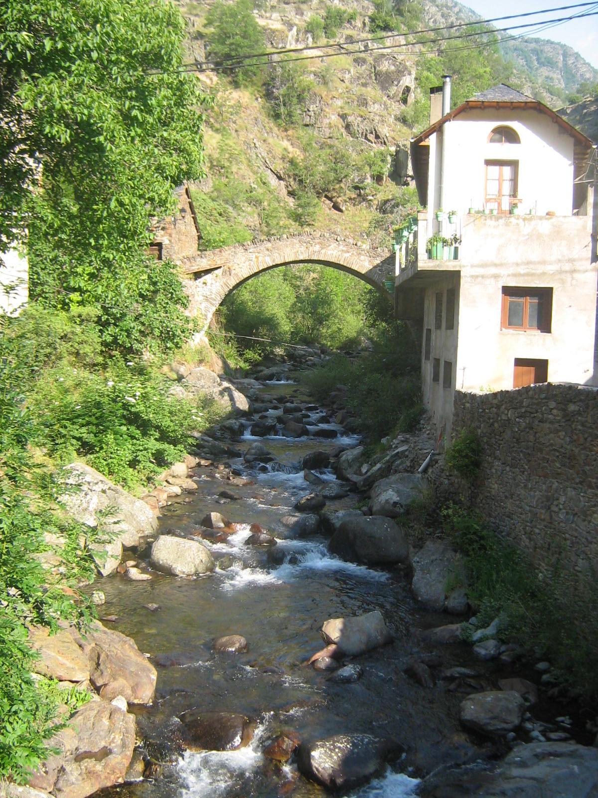09-07-03 244 Puente románico en Tavascán