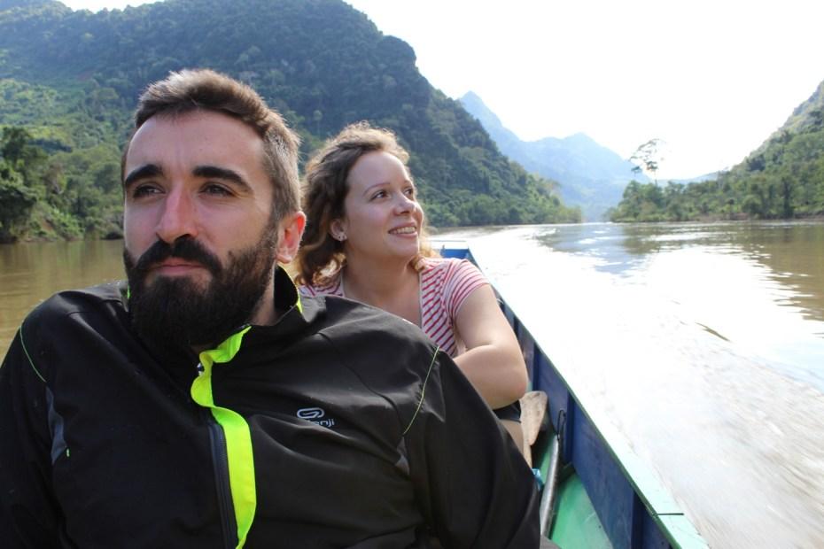 Pirogue sur la rivière NamOu - Vivre au Laos - URALISTAN