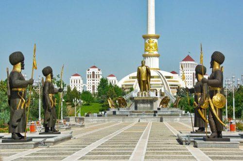 Incontournables turkmènes, Voyage au Turkménistan : Ashgabat, parc de l'indépendance