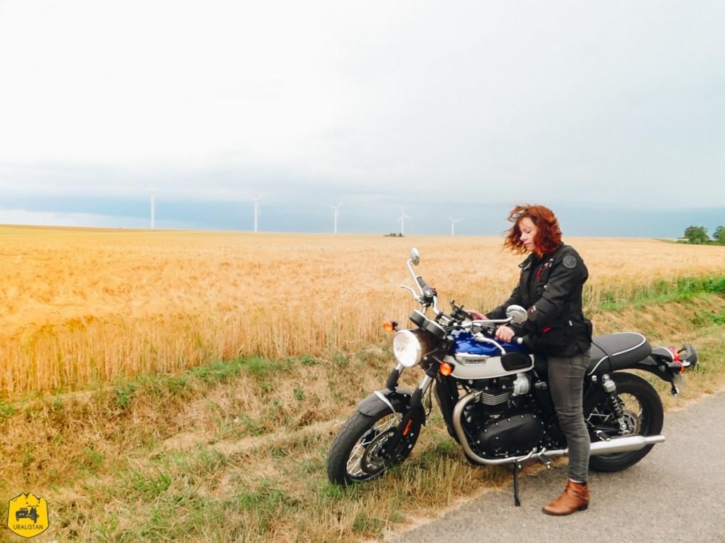 Triumph Bonneville T100 - Voyage moto dans le Berry Val de Creuse - URALISTAN