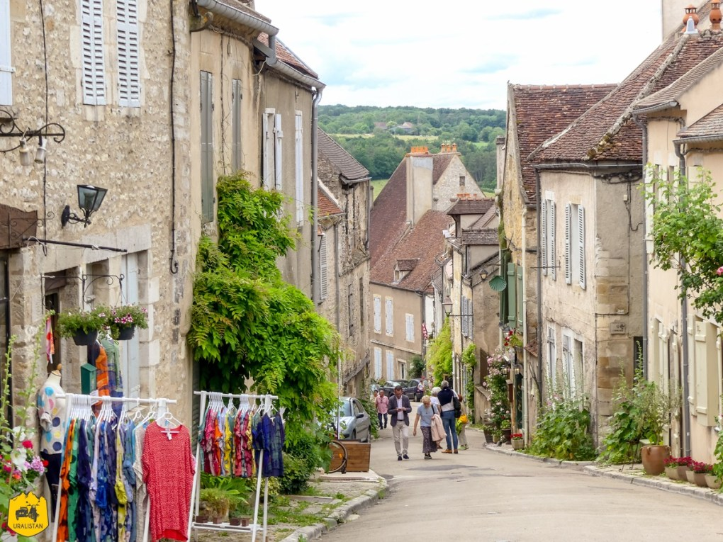 Vézelay - Voyage moto dans le Morvan - URALISTAN