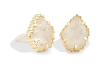 kendra-scott-tessa-gold-stud-earrings-in-rock-crystal_00_default_lg.jpg