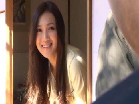 ギャル系美人妻が美貌と抜群のスタイルで隣人を発情させてしまう無料裏ビデオ動画