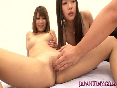 人気AV女優のつぼみと北川瞳がパイパンおまんこにして3Pを愉しんでるウラビデライフ/日本