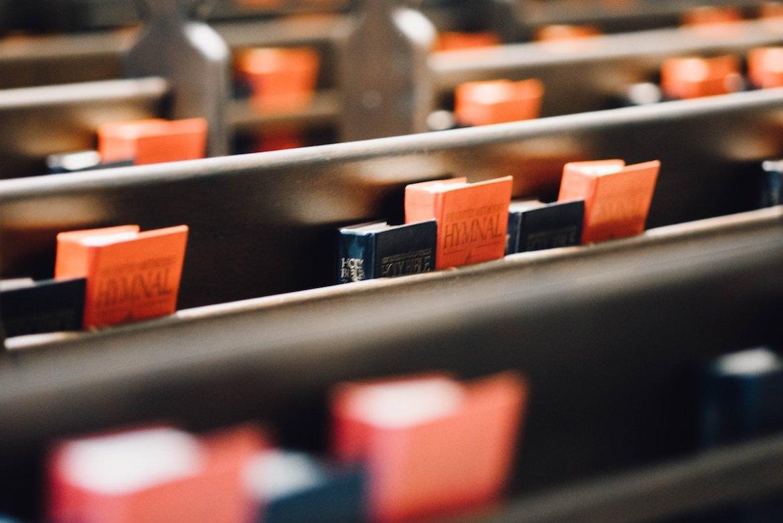 church-pews-hymns