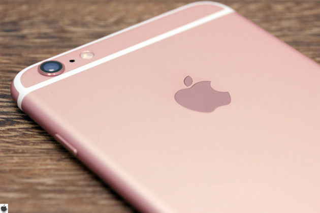 lee-henry-events-wedding-color-rose-gold-iphone