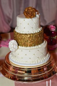 shortcakes-gold-sparkle-wedding-cake