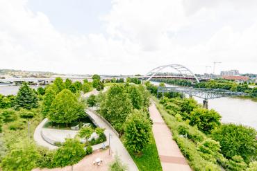 nashville-imagery-greenery-pedestrian-bridge