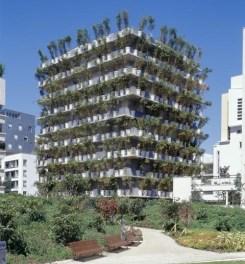 Tower flower, Paris, Edouard François (vue de l'espace public)