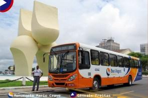 Localizado em uma das áreas mais conhecidas da cidade, o Monumento Mario Cravo fica localizado diante do Elevador Lacerda, Mercado Modelo e Base da Marinha Mercante do Brasil.