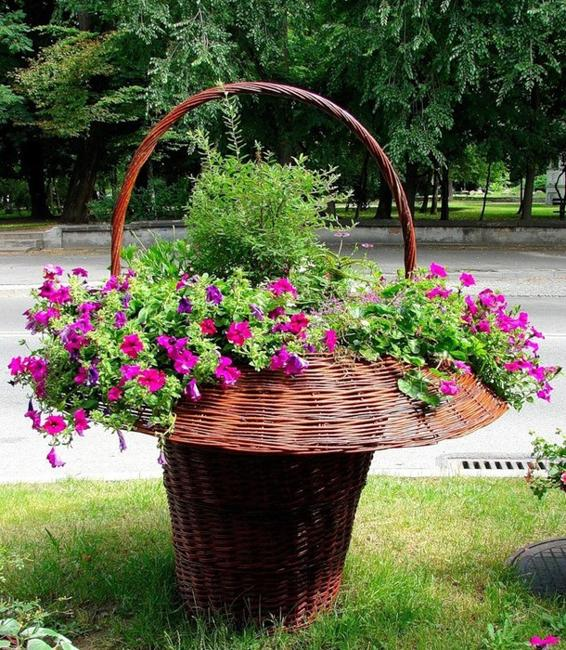 Small Flower Bed Ideas Pictures: 10 Small Handmade Yard Decorations For Creative Garden