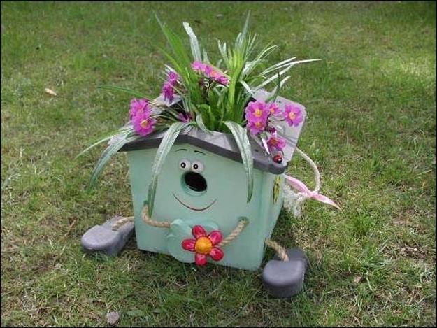 10 Small Handmade Yard Decorations for Creative Garden ... on Handmade Diy Garden Decor  id=88914