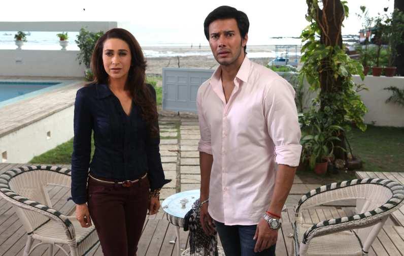 Karisma Kapoor & Rajneish Duggall in Dangerous Ishhq 03
