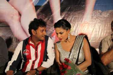 Hemant Madhukar and Veena Malik love birds1