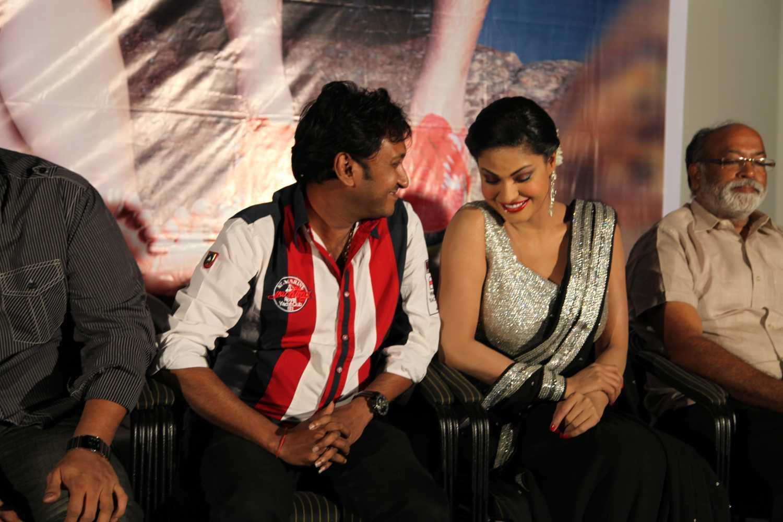 Hemant Madhukar and Veena Malik love birds3