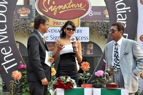 Sherlyn Chopra presents 'The McDowell No 1 Platinum Trophy' 03