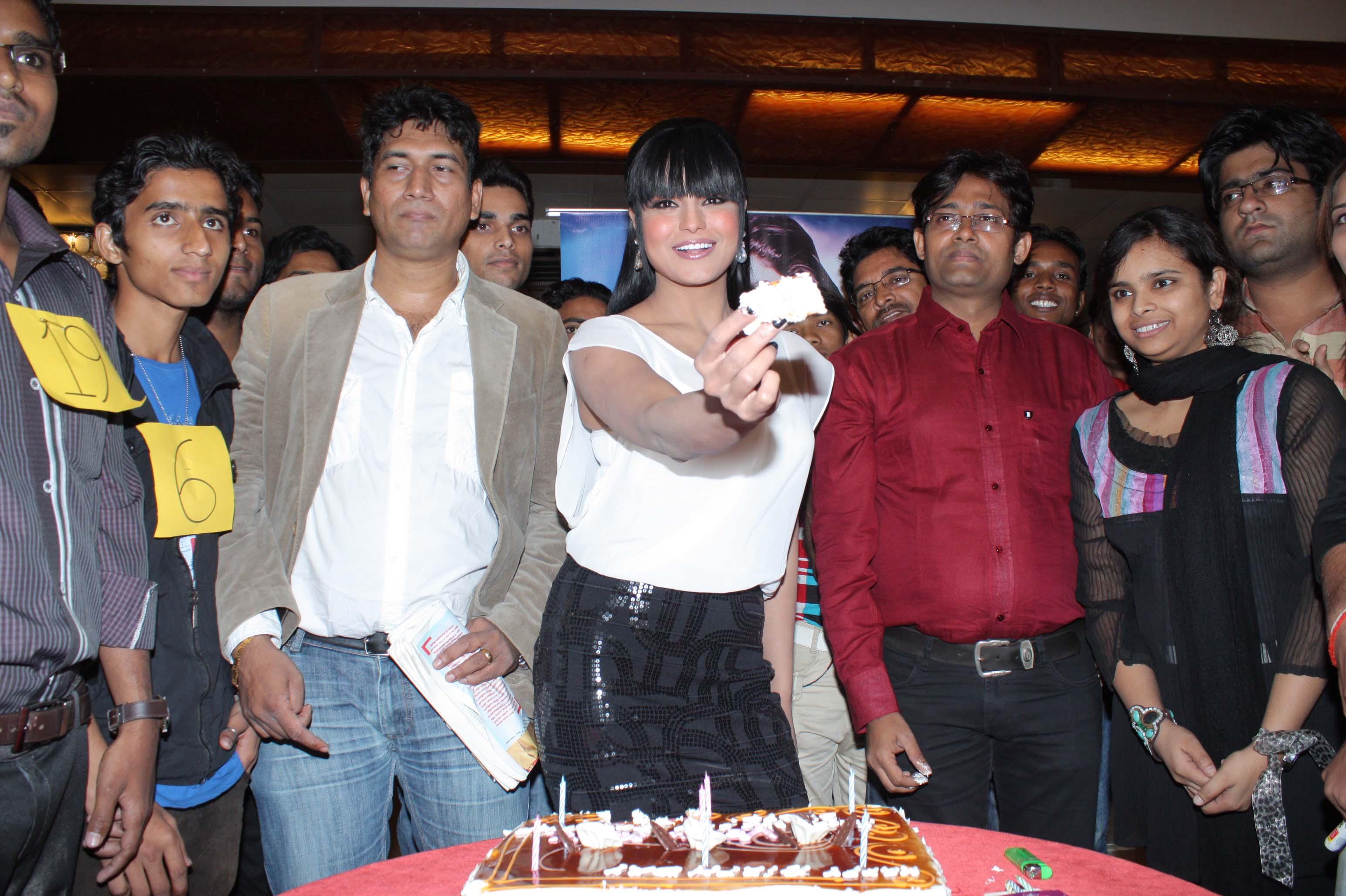 veena malik celebrating her birthday with satish reddy