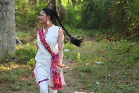 Veena Malik Playing Holi