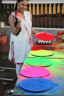 Veena Malik Playing Holi3
