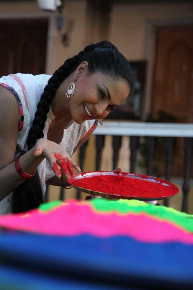 Veena Malik Playing Holi7