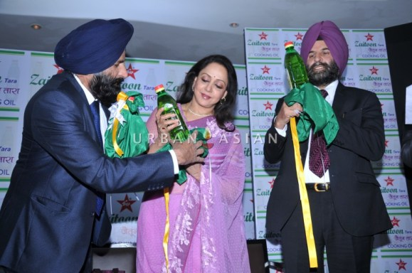 (L-R)- Jaswant Siogh (Chairman), Hema Malini(Brand ambassador) & Balwant Sigh launching Zaitoon tara