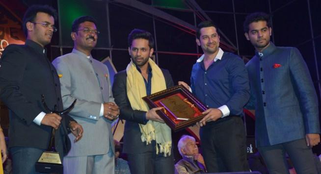 Purvesh, Pratap Sarnaik, Rahul Vaidya, Aftab Shivdasani and Vihang