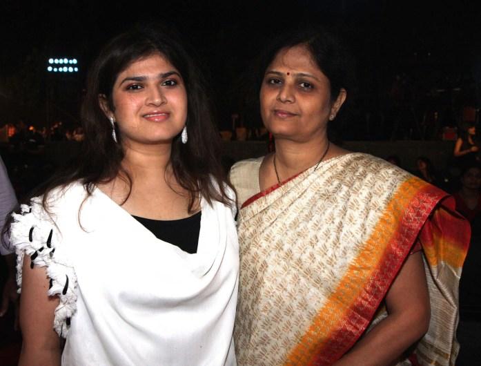 smita salaskar with daughter