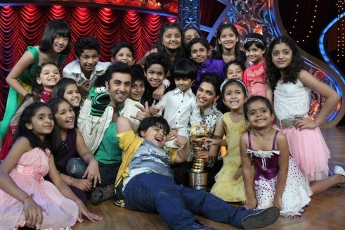 Ranbir and Deepika with the Top 16 of India's Best Dramebaaz