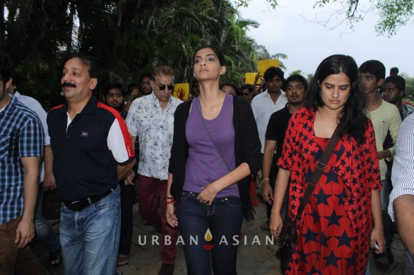 130825_174239Baba Siddique With Sonam Kapoor At Rally