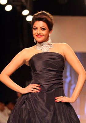 Kajal Aggarwal adorns Designer Moni Agrawal's contemporary diamond collection at IIJW 2013_1
