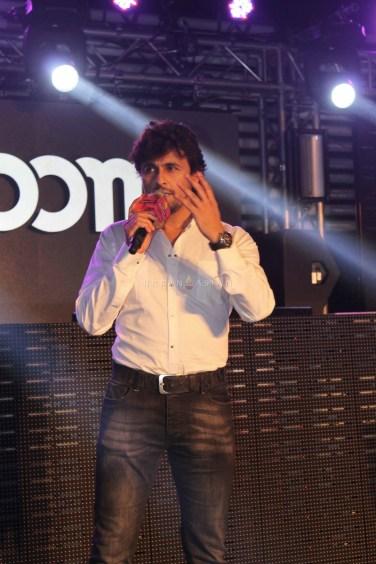 Sonu Nigam performance at bollywood