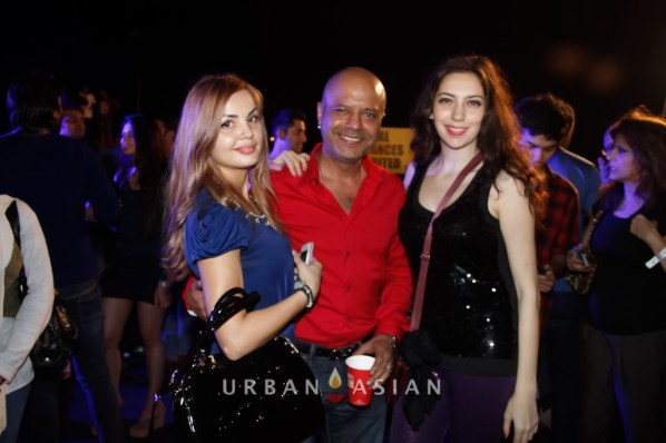 131206_094538Eshmi Naved Jaffrey With Sarah At Party