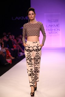payal singhal design: Farheen Tunic & Pants