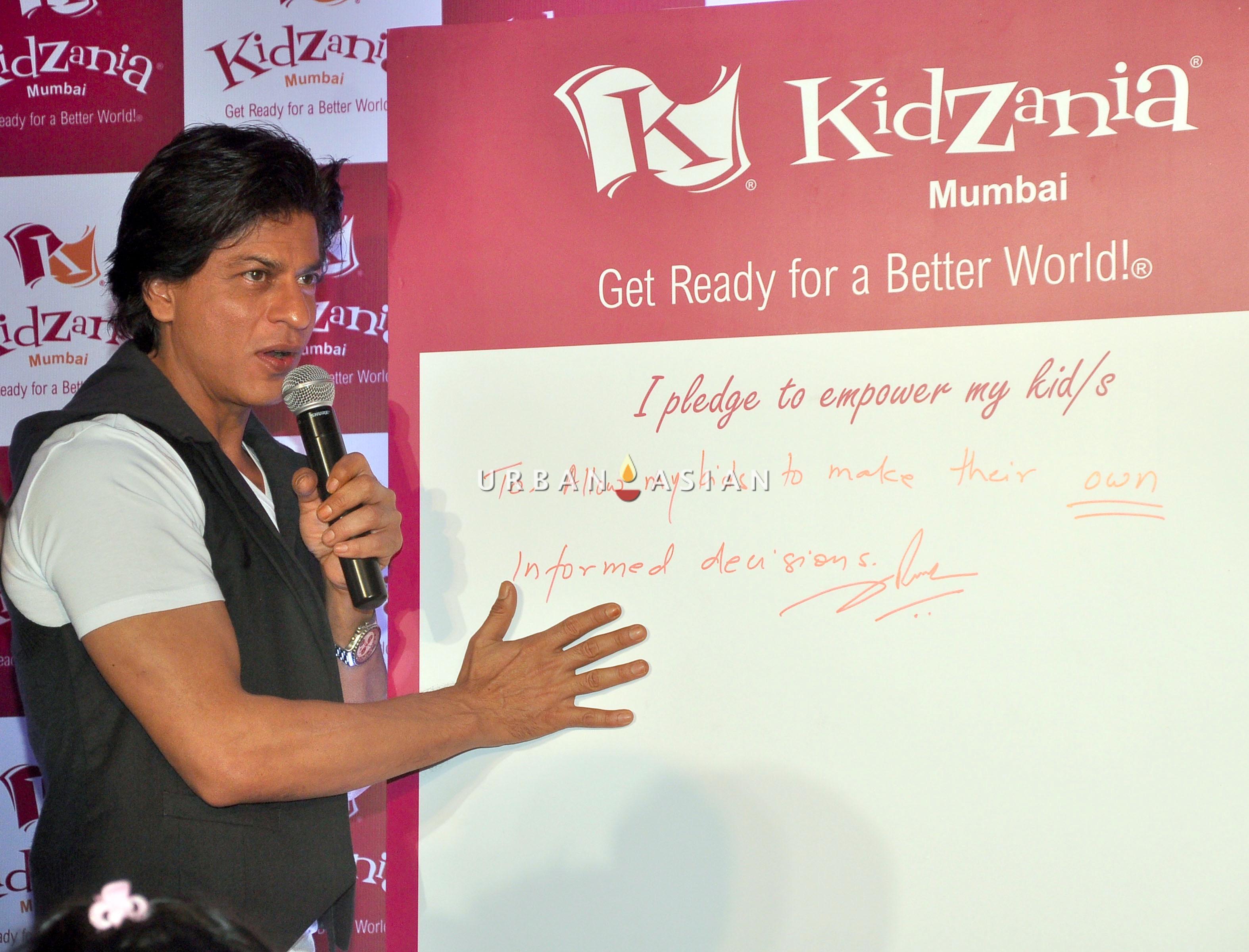 SRK AT KIDZANIA DSC_6206