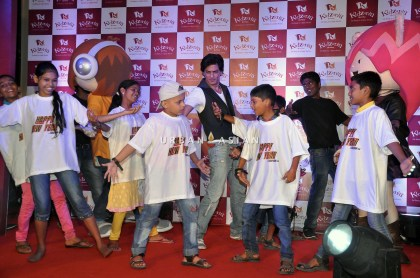 SRK WITH THE CHILDREN OF ANGEL XPRESS FOUNDATION AT KIDZANIA DSC_6340