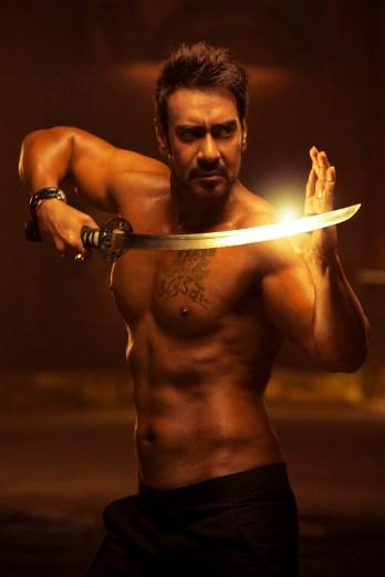 Ajay Devgn in Action Jackson(3)