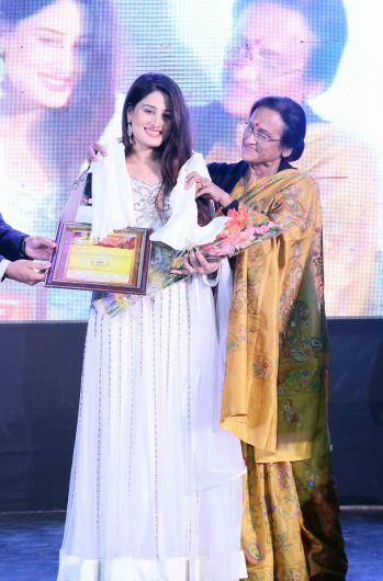 Arjumman Mughal bags Shaurya Award for Ya Rab. - Pic 2