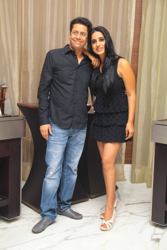 Mahi Gill with Anand Saxena at B'day Bash