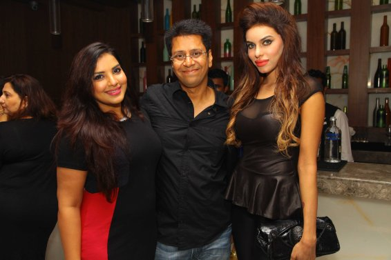 Mansi and Gizal with Anand Saxena at B'day Bash