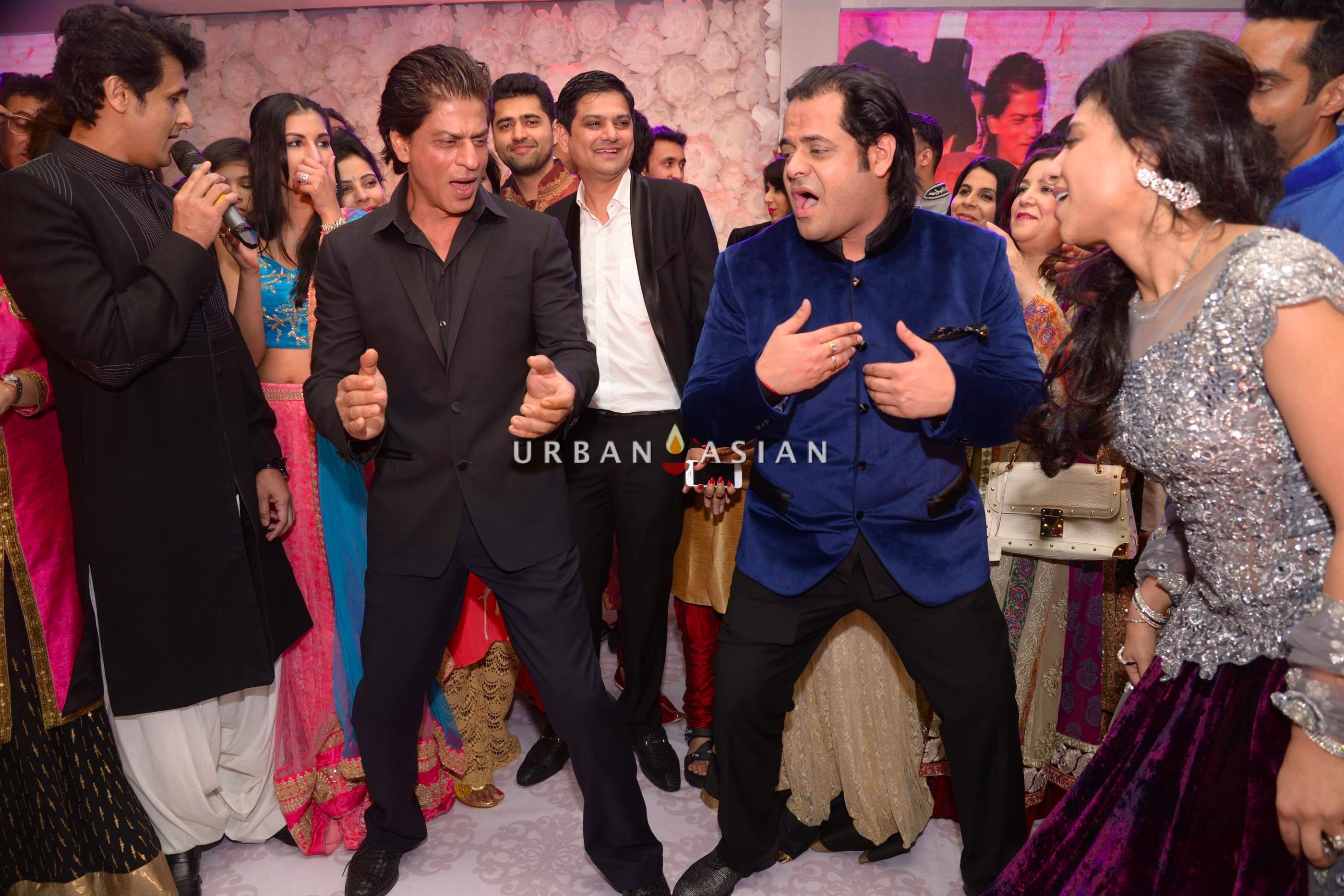Shahrukh Khan performing with couples12