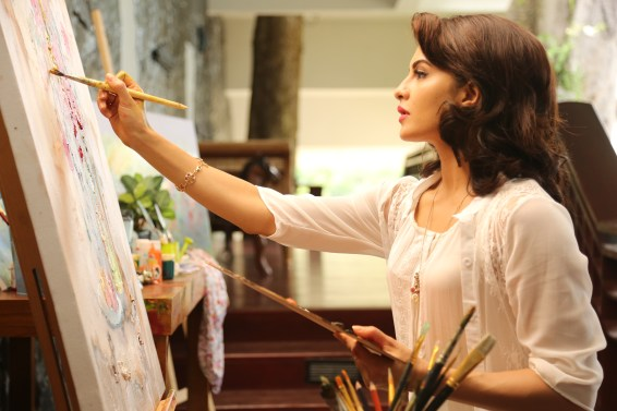 Jacqueline on the sets of ROY (2)