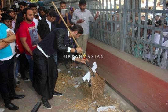 Bollywood actor Sushant Singh Rajput during MTV Junkyard clean up drive at J. J. School of fine arts in Mumbai