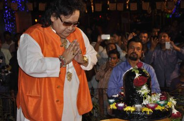 Bappi Lahiri seeking bless from lord shiva