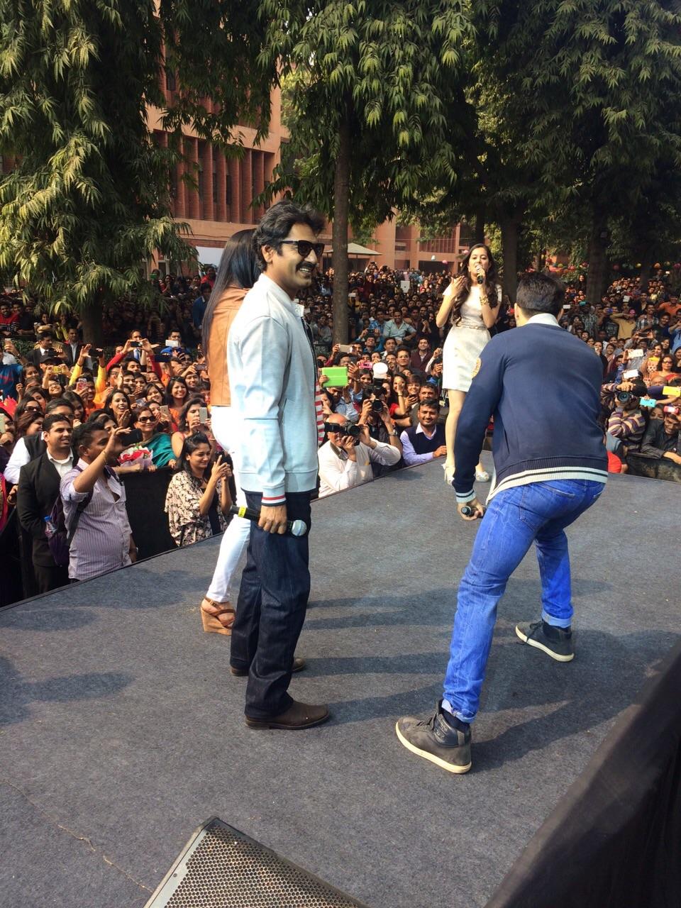 Varun Dhawan, Yami Gautam and Nawazuddin Siddique at Shivaji College Delhi (7)
