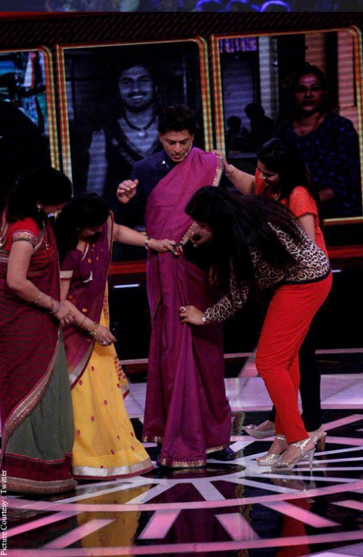 omg-shah-rukh-khan-dons-a-saree-on-his-new-tv-show-2