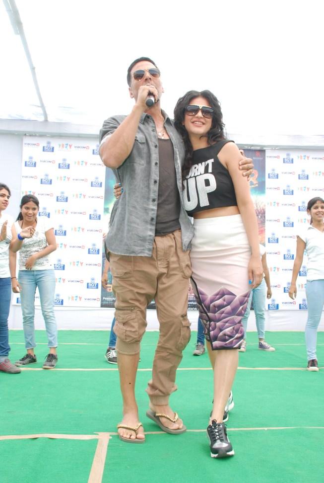 Akshay Kumar & Shruti Hassan (3)